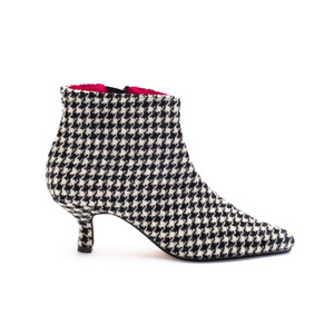 B&W Dogtooth Pixie Boot - size Uk6 seconds
